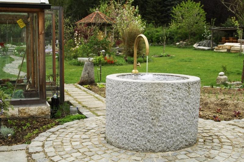 Br r 9 granitbrunnen pflanztrog rund 100x75 for Czernei naturstein