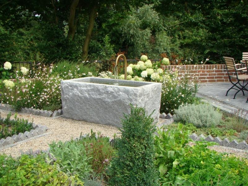 Br res 2 granitbrunnen pflanztrog rechteckig spaltrau for Czernei naturstein