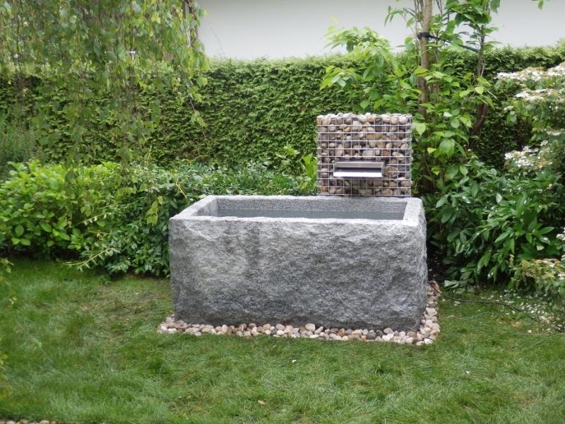 Br res 6 granitbrunnen pflanztrog rechteckig spaltrau for Czernei naturstein