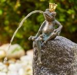 Rottenecker Bronzefigur FroschkönigMartin, wasserspeiend