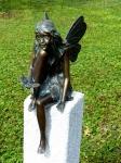Rottenecker BronzefigurFee sitzend mit Schmetterling