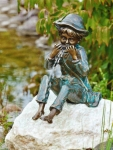 Rottenecker Bronzefigur Til mit Stein, wasserspeiend