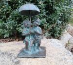Rottenecker Bronzefigur Schirmpärchen mini mit Sockel