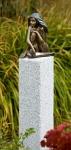 Rottenecker Bronzeskulptur Demi auf Granitsäule
