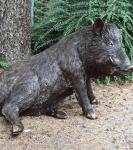 Rottenecker Bronzefigur Wildschwein hinten sitzend, lebensgroß