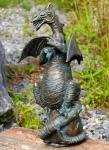 Rottenecker Bronzefigur Drache mit Walnuss, wasserspeiend
