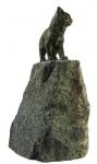 Rottenecker Bronzefigur junge Katze stehend mit Granit Findling