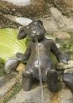 Rottenecker Bronzefigur Emil der Hase, wasserspeiend