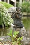 Rottenecker Bronzefigur Sören, wasserspeiend