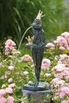 Rottenecker Bronzefigur FroschkönigOttmar, wasserspeiend