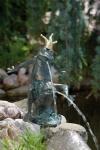 Rottenecker Bronzefigur FroschkönigFriedemann, wasserspeiend
