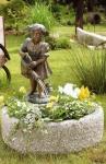 Rottenecker Bronzefigur Kleine Gärtnerin, wasserspeiend