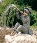 Rottenecker Bronzefigur Hans, wasserspeiend