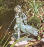 Rottenecker Bronzefigur Gänsejunge, wasserspeiend