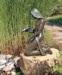 Rottenecker Bronzeskulptur Noèlle, wasserspeiend