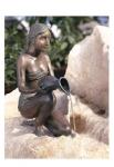 Rottenecker Bronzeskulptur Alessia klein, wasserspeiend