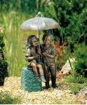 Rottenecker Bronzefigur Regenschirmkapriolen incl. Sockel rechts, wasserspeiend