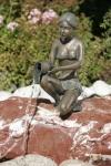Rottenecker Bronzeskulptur Alessia mini, wasserspeiend
