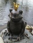 Rottenecker Bronzefigur FroschkönigTeodor, wasserspeiend