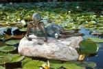 Rottenecker Bronzeskulptur Klementine klein, wasserspeiend
