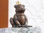 Rottenecker Bronzefigur FroschkönigOtto, wasserspeiend