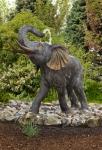 Rottenecker Bronzefigur Elefant lebensgroß, wasserspeiend