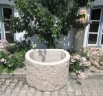 Granitbrunnen / Pflanztrog dreiviertelrund 85x70x55