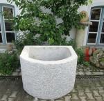 Granitbrunnen / Pflanztrog halbrund 100x80x70