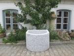 Granitbrunnen / Pflanztrog halbrund 70x60x50