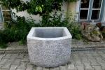 Granitbrunnen / Pflanztrog halbrund 80x70x55