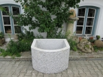 Granitbrunnen / Pflanztrog halbrund 90x70x60