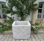 Granitbrunnen / Pflanztrog rechteckig 65x52x55