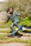 Rottenecker Bronzefigur Lilo mit Skateboard
