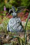 Rottenecker Bronzedrache Terrador auf Granit, wasserspeiend