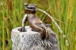 Rottenecker Bronzefigur FroschkönigHeinrich, wasserspeiend