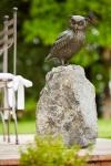 Rottenecker Bronzefigur Uhu, sitzend, auf Granit