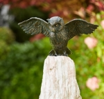 Rottenecker Bronzefigur Uhu, Flügel offen