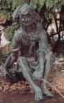 Rottenecker Bronzefigur Jacques klein, wasserspeiend