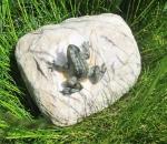 Rottenecker Bronzefigur Mini-Frosch auf Stein