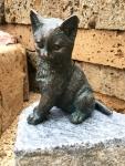 Rottenecker Bronzefigur Katze sitzend