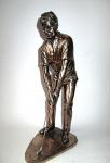 Bronzefigur Golfer Schläger unten