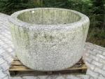 Granitbrunnen rund rustikal 121x68